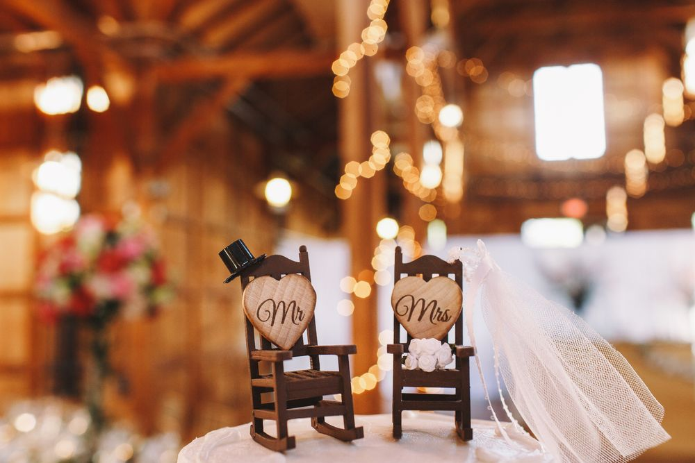wedding-cake-decor-made-two-rocking-chairs2